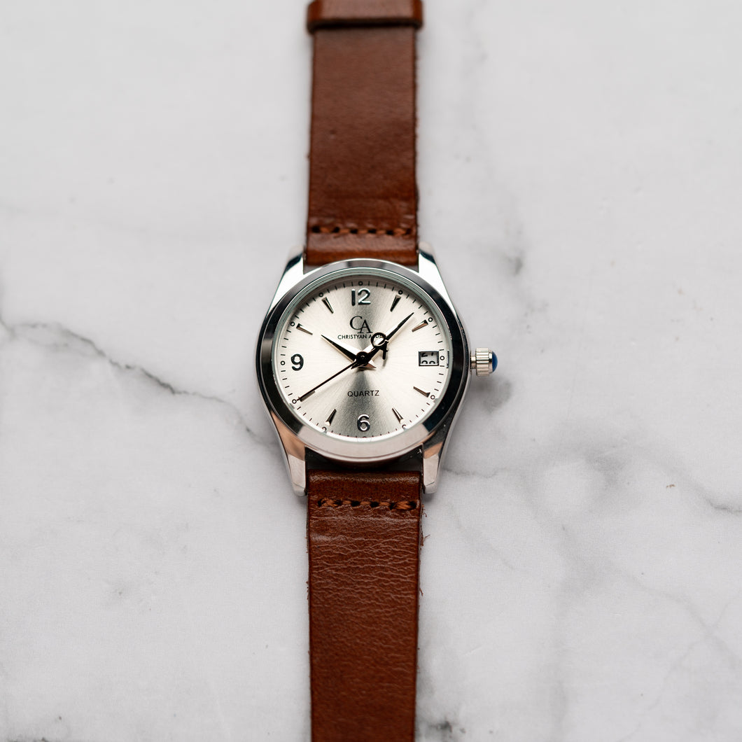 New Christyan Arden PEARCE CA3105 - Around The World Edition - Silver Sunburst Dial - Brown Full Grain Strap (Wanita)