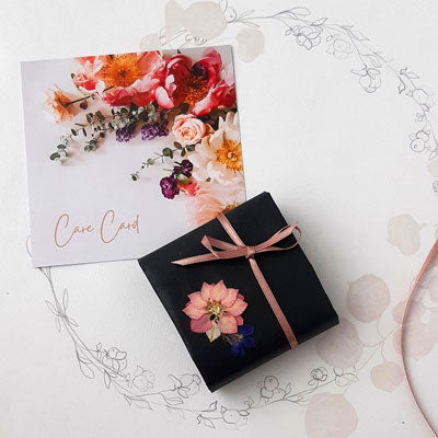 Pressed flower floral jewellery - Gift wrapping