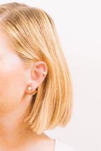 Load image into Gallery viewer, Kyrie Pearl and Gold Earcuff
