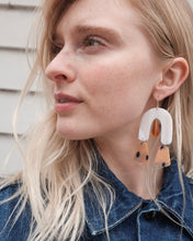 Load image into Gallery viewer, Sante Cream/Caramel Earrings