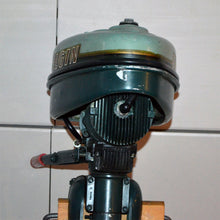 Load image into Gallery viewer, Elgin Model Used Outboard Motor 03