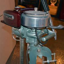 Load image into Gallery viewer, Neptune Muncie Gear Work 5 Used Outboard Motor 15
