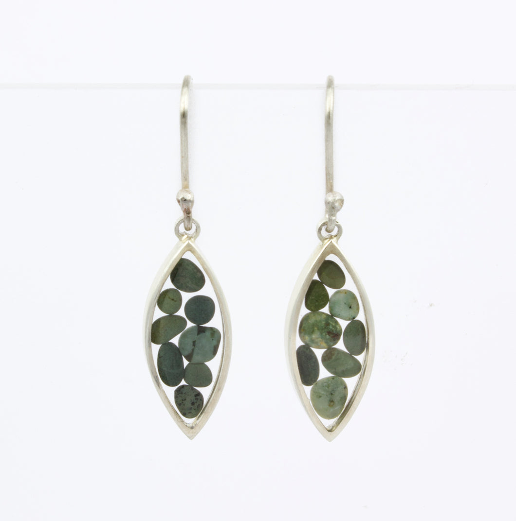 ACT409: Mandorla earrings with green stones