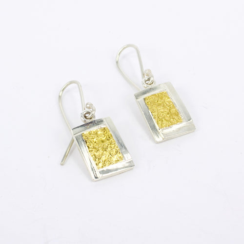 DM512B: Facet text-ure earrings