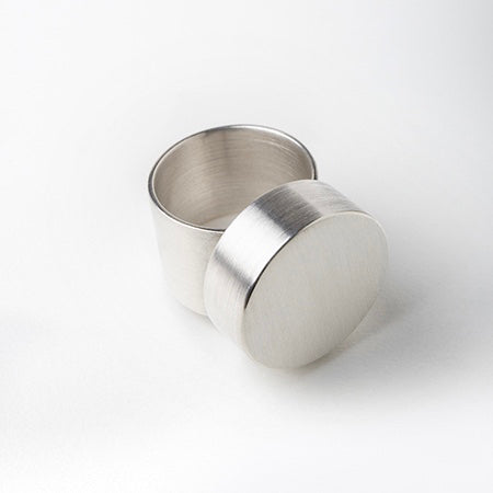 ZR10: Large flat circle ring