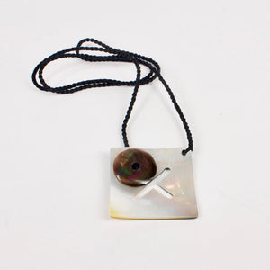 DH111: Black lipped pearl shell pendant