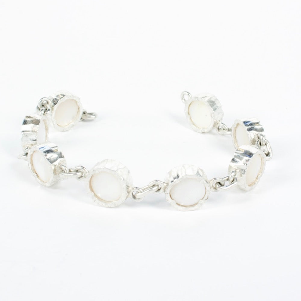 DM479B: Mother of pearl bracelet