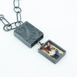 KY30: Museum locket with butterflies