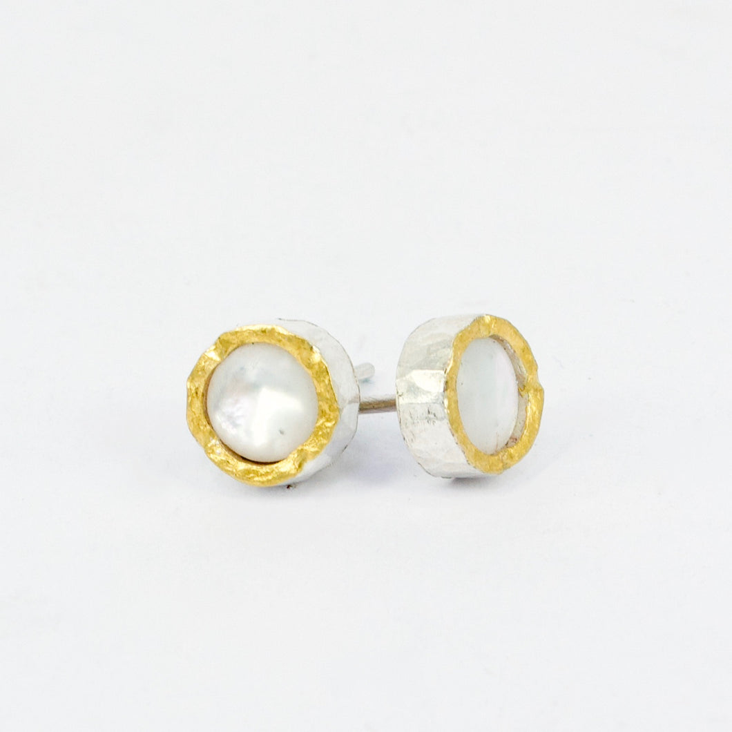 DM536B: Mother of Pearl studs