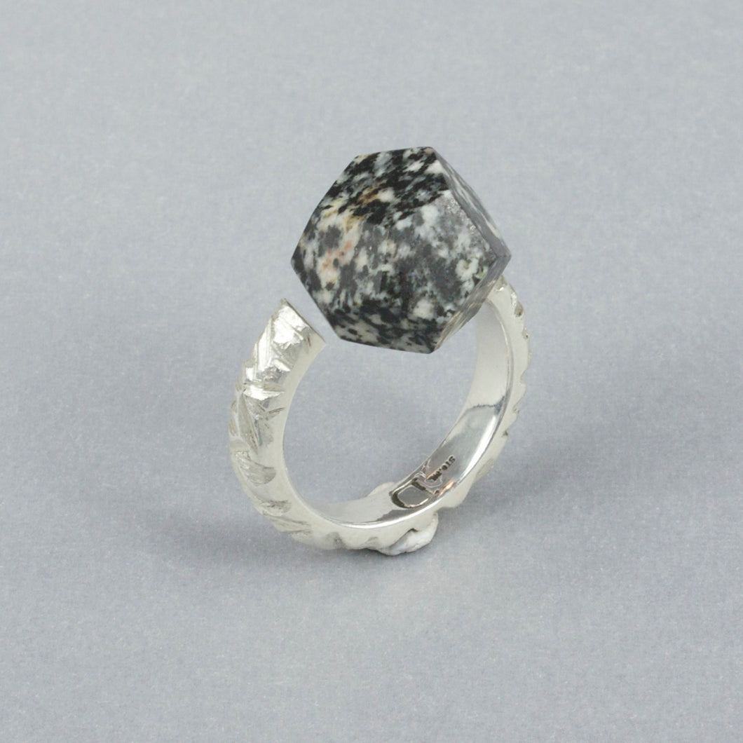 DH128: Formed and carved ring