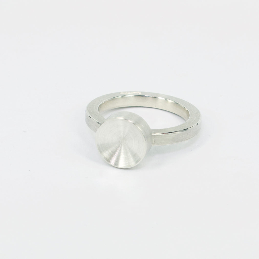ZR06: Concave circle ring