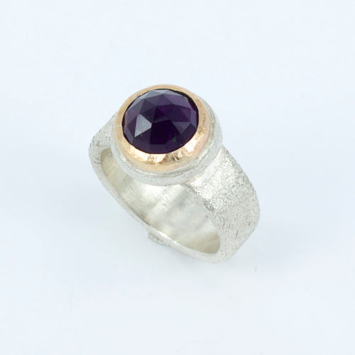 JMU88: Amethyst gold top cocktail ring