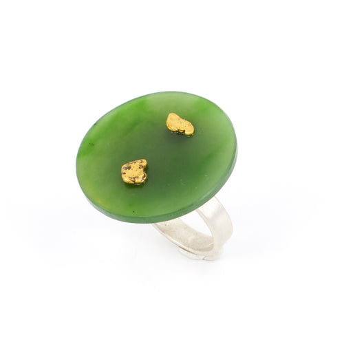 NA42: Round pounamu and gold ring