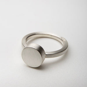 ZR07: Circle stacker ring