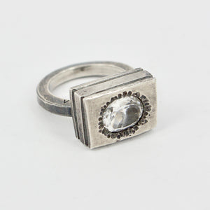 VM94: White topaz ring