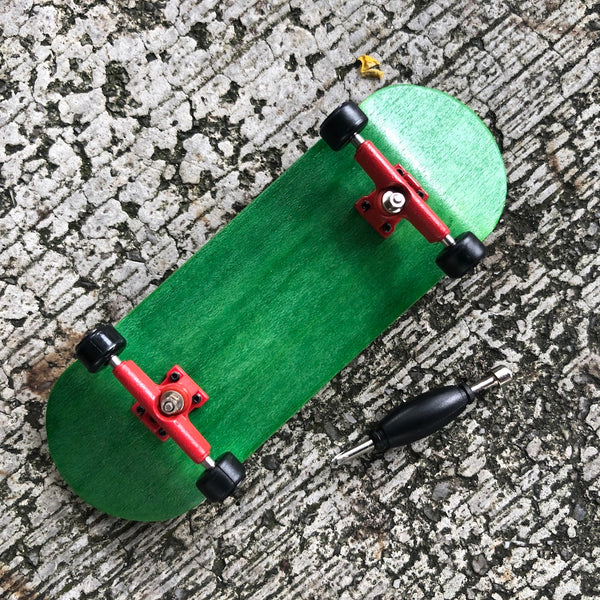 WHEEL LOVE - Green/Red Complete Wooden Fingerboard