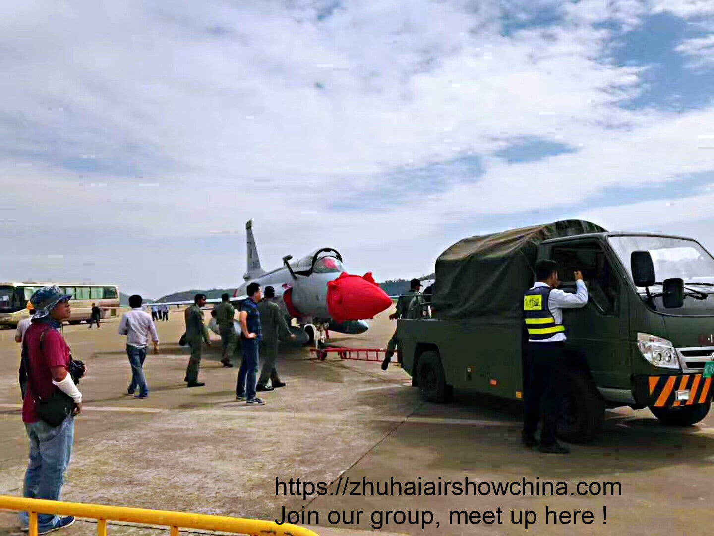 planes at airshow china 2018