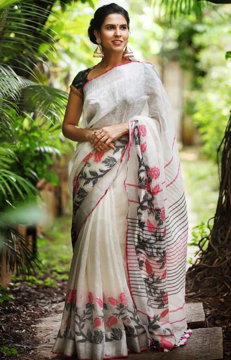 Contemporary White Color Linen Designer Digital Print Saree LN8338