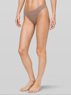LULULEMON // BARRY'S SOFT SAND NAMASTTAY PUT THONG