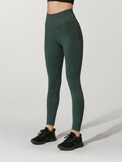 fdaf9f685e9207 front view of model in deep forest green leggings and black sneakers