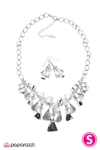 Paparazzi Blockbuster Necklace - The Sands of Time - Silver