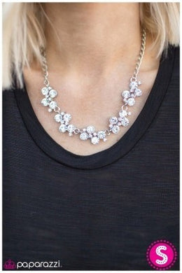 Paparazzi Blockbuster Necklace - Hollywood Hills - white