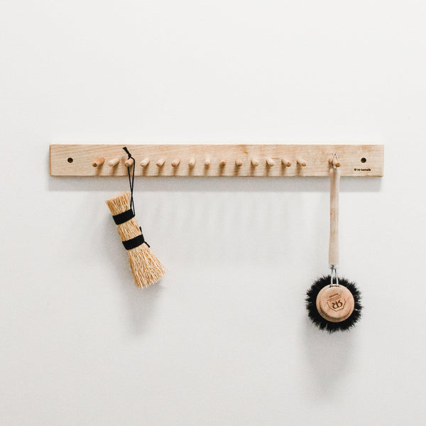 iris hantverk brush rack with pegs