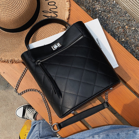 c02b10dfbbe Lingge Chain Bucket Bags For Women 2019 New Small Pu Leather Crossbody Bag  Female Shoulder Bag Ladies Handbags Dropshipping