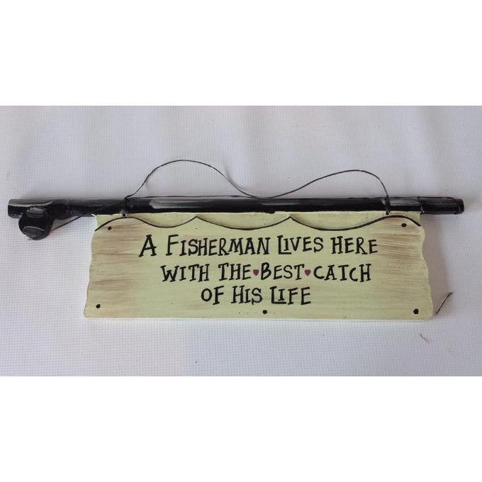 Sign A FISHERMAN LIVES HERE - WORLD OF DECOR