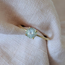 0.675 ct Pale Blue Aquamarine & Yellow Gold Engagement Ring