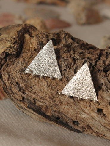 Triangle statement studs