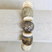 Load image into Gallery viewer, Bone And Shell Diamond Bracelet