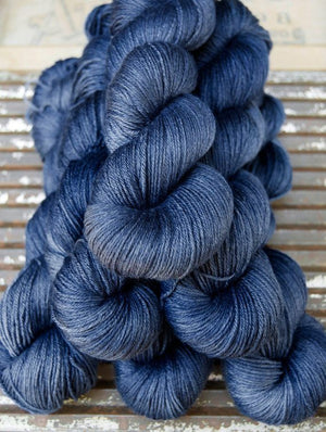 ISLINGTON - sw BFL / Silk fingering ...'L'heure Bleue' navy / indigo by Kettle Yarn Co.