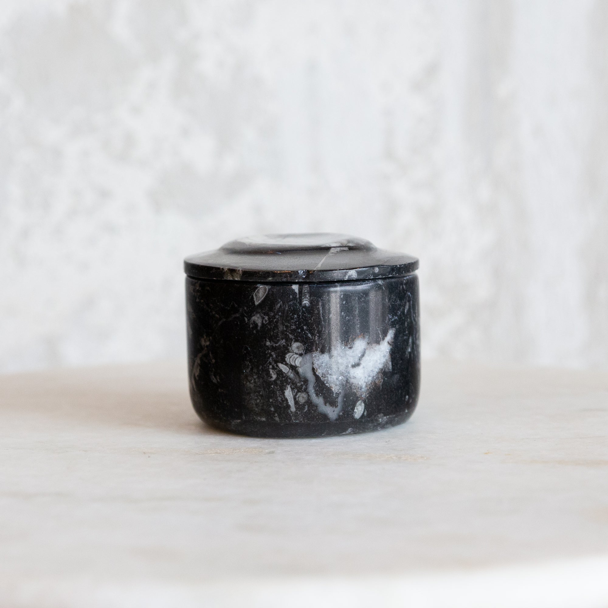 Onyx Box with Lid - Black Fossil
