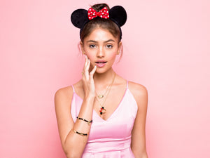 Disney Minnie Mouse Ears Necklace - Couture Kingdom Benelux Bijoux Juwelen Disney Store Charm Bracelet Ketting Collier Oorbellen Boucles d'oreilles Necklace mickey mouse minnie mouse mary poppins dumbo la bella et la bete fée Clochette Alice au pays des merveilles pandora disney swarovski disney bijou cristal