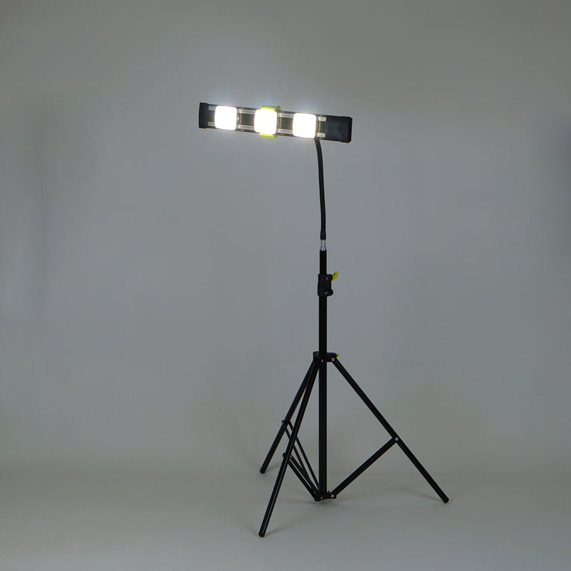 Agilux 2700 Lumen Portable LED Work Light with 5000k Modules and Goosenecking Stand