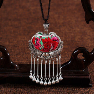 Wholesale Embroidery Necklace Sweater Chain Retro Pendant