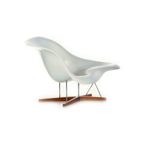 Eames la chaise lounge chair by vitra vertigo home for Chaise bascule eames vitra