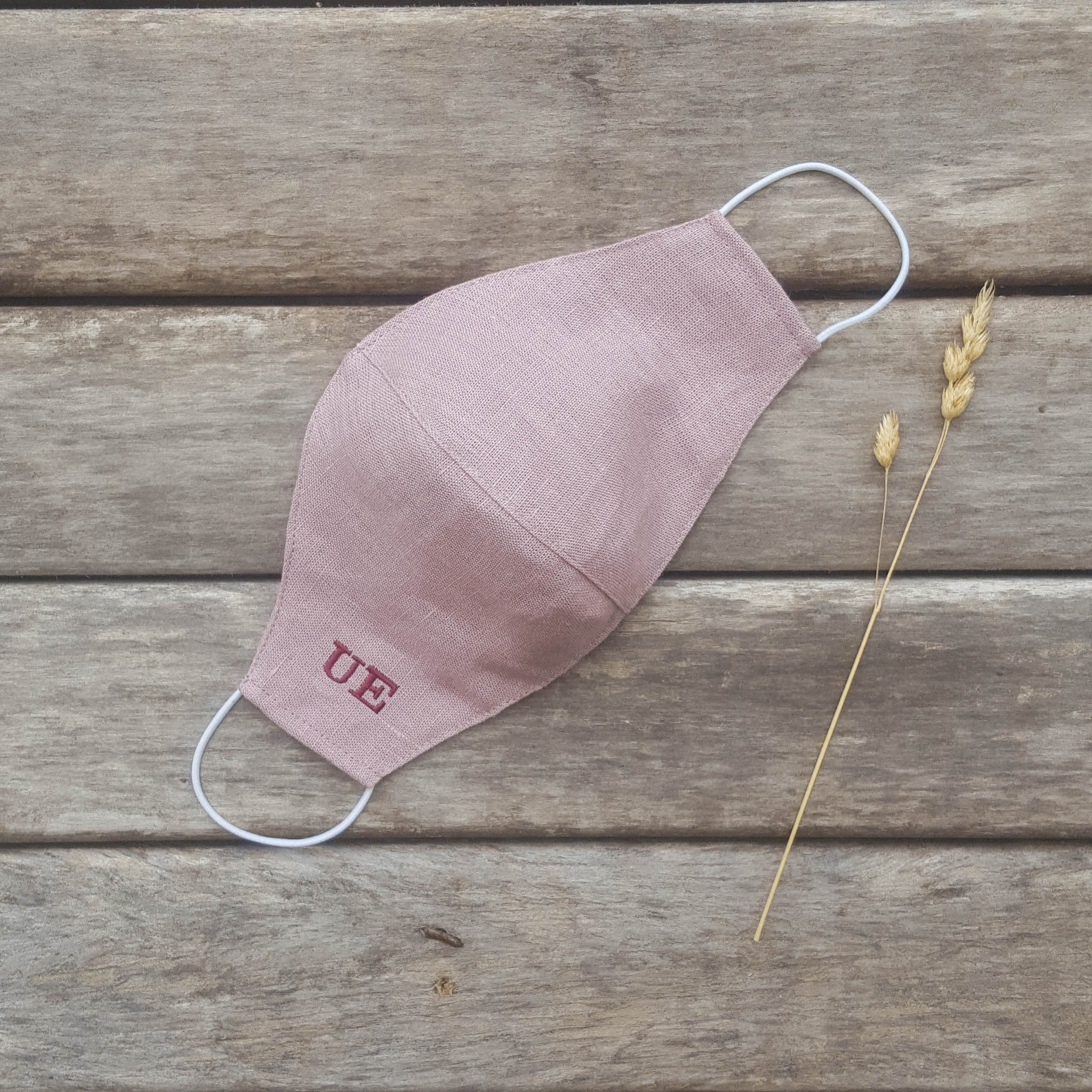 Dusty rose linen face mask with an insert for filter