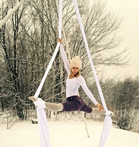 Snow acro yoga
