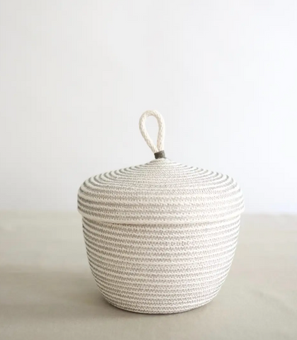 Loop top basket with Lid