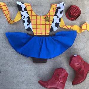 Woody pinafore