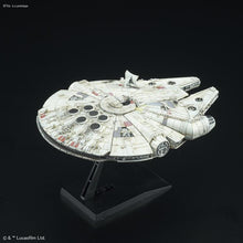 Load image into Gallery viewer, Star Wars Vehicle Model #006 1/350 Millennium Falcon (A New Hope)