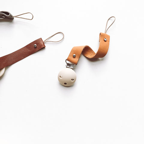 BEZISA // Leather Pacifier Clip // Cognac - Baby and the Gang