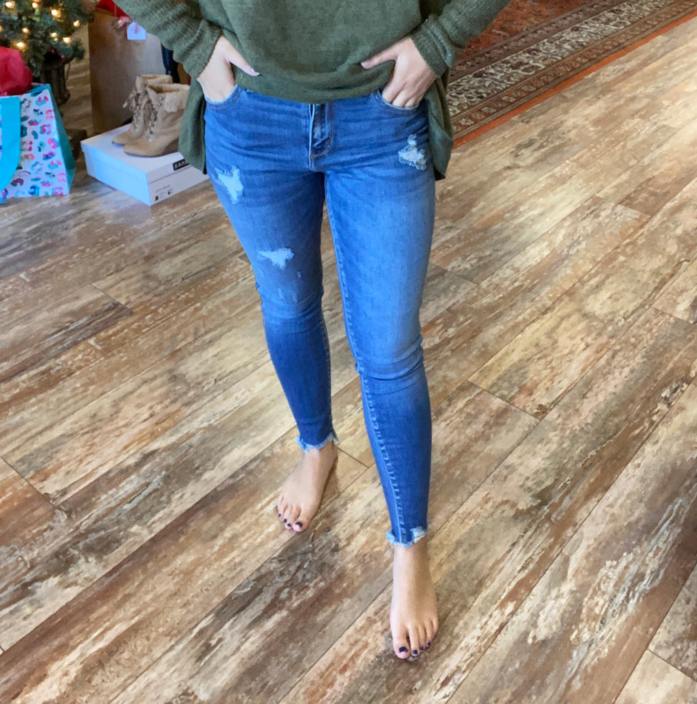 Cello Mid Rise Frayed Hem Crop Skinny Jeans. Cotton/Spandex/Polyester/Rayon