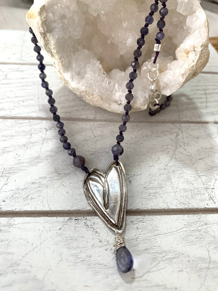 Sketchy heart necklace