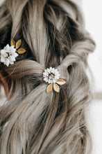 Load image into Gallery viewer, Flower Hair Pin
