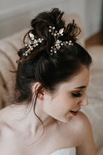 Load image into Gallery viewer, Gold Leaf Hair Pin