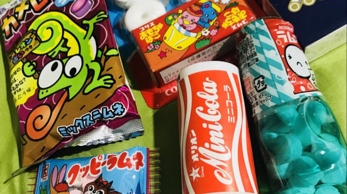 Even before dating, I don't worry. The soda candy, it's called Ramune, is recommended when being a little hungry at a going out destination. Because it isn't attached to your tooth. | Japanese food