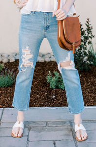 Destroyed Straight Leg Jeans / Light